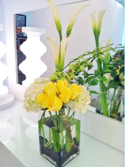 stylish callas and roses flower arrangement