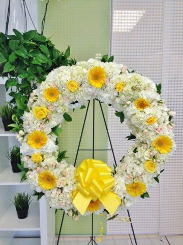 wreath standing flowers