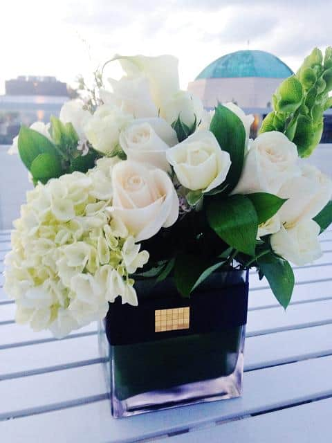 Beach Rose Flower Arrangement With Delivery In Miami