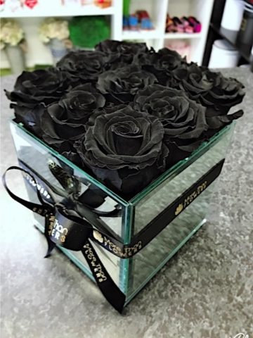 black forever roses bouquet