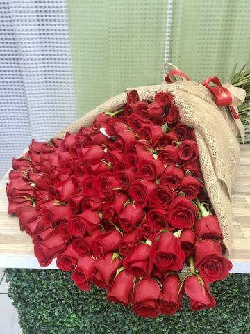 100 Roses Burlap Handheld Bouquet